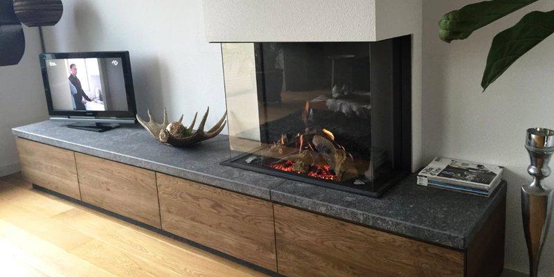 Gashaard driezijdig, natuursteen plateau, notenhout kast | kachels.nl