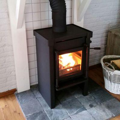 Wonderbaar Vrijstaande houtkachel met houten schouw | kachels.nl KW-49